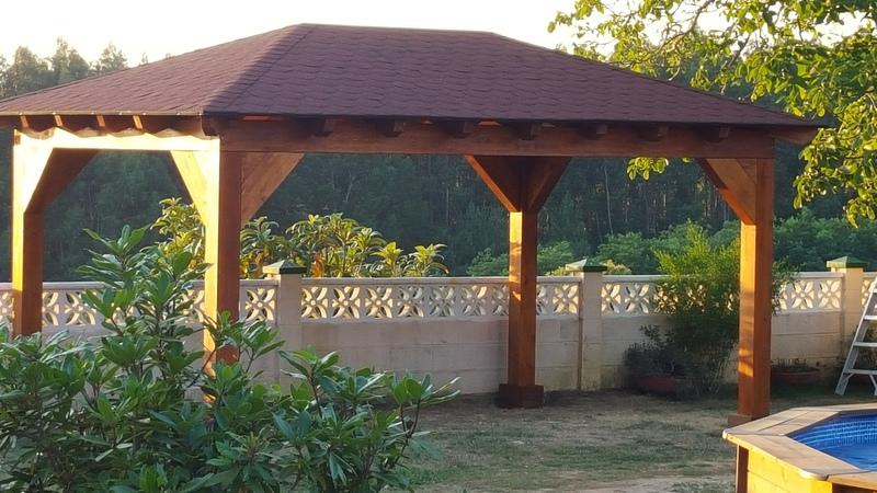 Cenador a cuatro aguas de madera laminada 4 5 x 3 5 for Tejados y cubiertas de madera