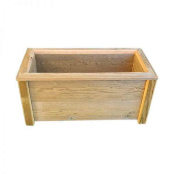 Macetero de madera tratada