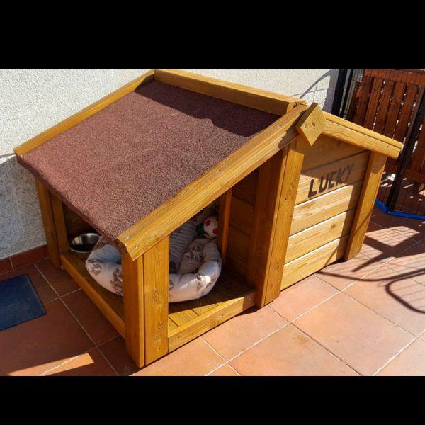 Caseta perro de madera